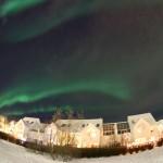 Norðurljósin búin að dreifa sér um allan himinn